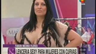Repeat youtube video MARIANA PETRACCA - LENCERIA EROTICA XL - DESFILE DE PRIMAVERA - MAÑANERAS AMERICA TV