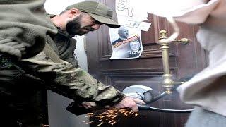 В Одессе снова заблокировали вход в областную прокуратуру(Активисты «Прокурорского майдана» в Одессе снова заблокировали боковой вход в Прокуратуру Одесской облас..., 2016-04-12T08:21:35.000Z)