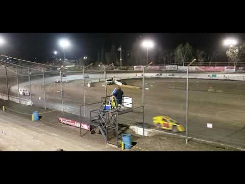 Western Modlites main event at Bakersfield Speedway April 6, 2019