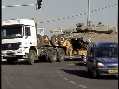 IDF trucks transfer goods to the Gaza Strip