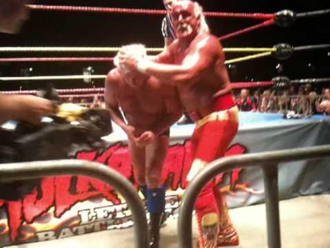 Hulkamania Perth - Hulk Hogan and Ric Flair get bloody ...
