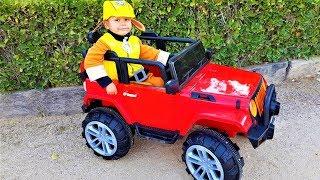 Dima pakte een nieuwe rode jeep uit en ging op pad