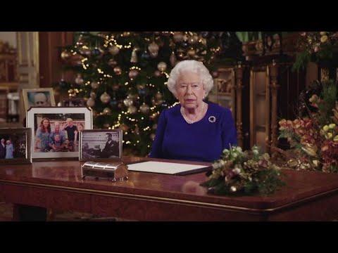 Gb, le parole della regina Elisabetta per Archie sono un messaggio di pace per Harry e Meghan