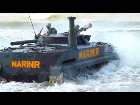 Indonesian Marine Corps BMP   3F jalan di Indonesia Pasukan Pendarat AMPIBI