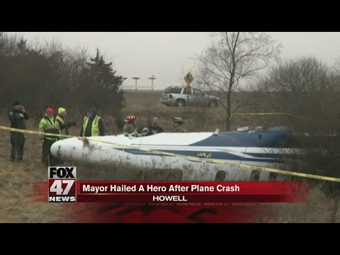 Mayor hailed a hero after plane crash in Howell