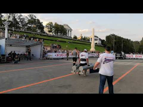 Богатыри показали в Волгограде недюжинную силу