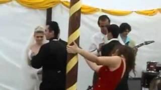 Repeat youtube video Como destrozar una boda estando borracha!!!