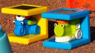 Развивающие игрушки и машинки на пляже. Играем в прятки и считаем до 5(Развивающий мультфильм видео для детей от 2 лет: машинки на пляже. Сегодня Маша взяла на пляж самые разные..., 2015-01-29T09:12:27.000Z)