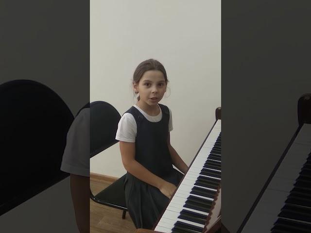 Изображение предпросмотра прочтения – МарияЯхричева читает произведение «Музыка» К.М.Симонова