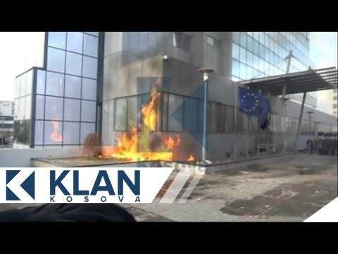 Momenti kur protestuesit i vune flaken Qeverise - 09.01.2016 - Klan Kosova