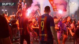 Фанаты «Барселоны» празднуют победу команды в Кубке Испании