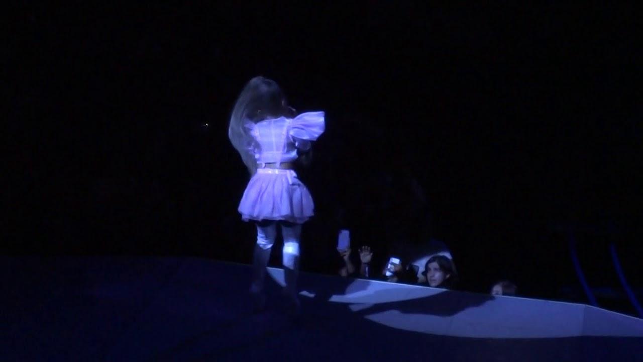 Ariana Grande Quot Sweetener Successful Quot At Amp T Center 5 17 19
