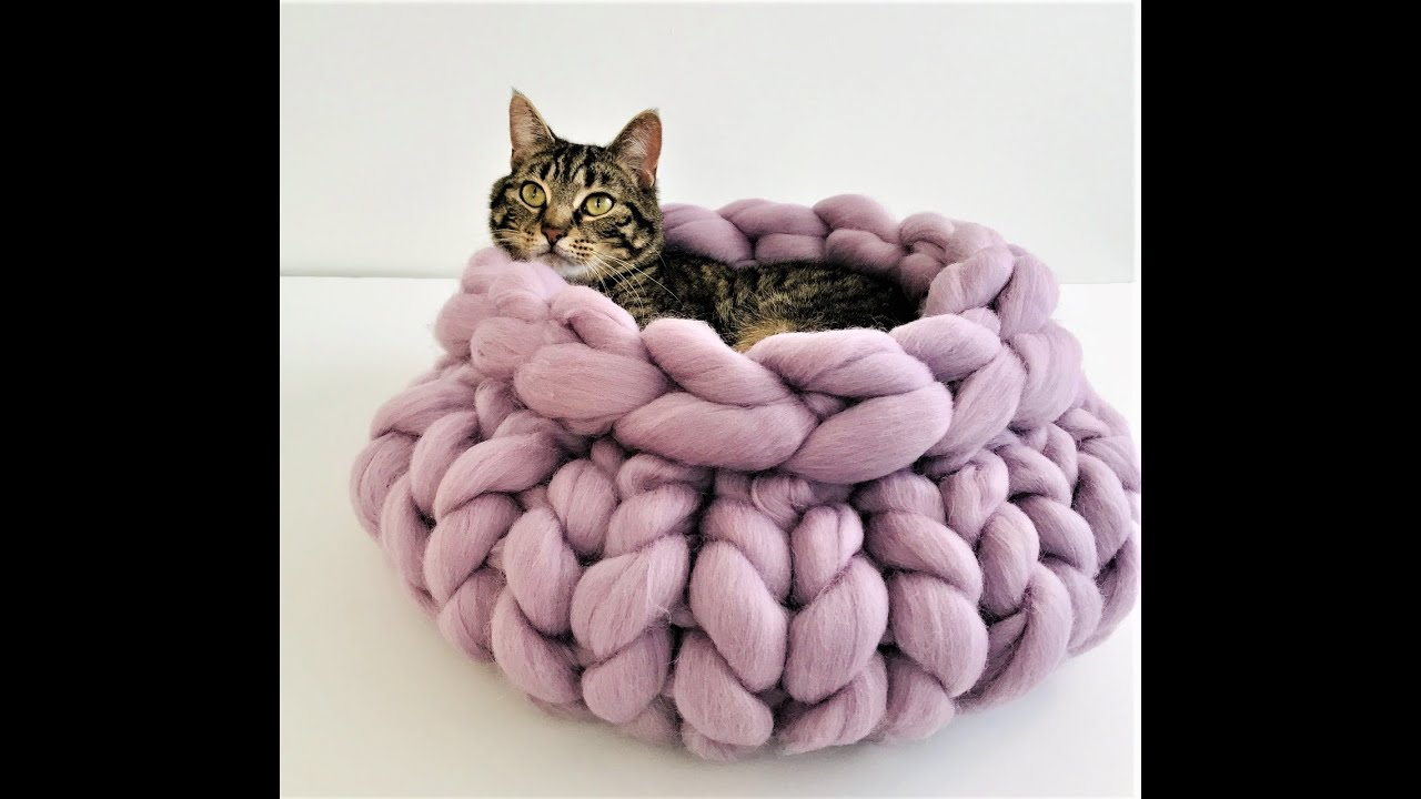 HOW TO HAND KNIT A CAT BED WITHIN 30 MINUTES - YouTube