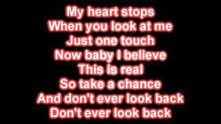 Repeat youtube video Katy Perry - Teenage Dream [Lyrics on Screen]