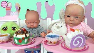 Lindea y Ben toman el te con Juguetes de Slime en su rutina de bebés
