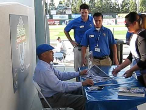 Maury Wills signing autographs