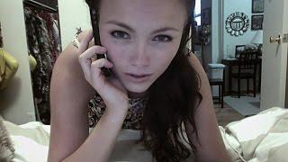 Repeat youtube video Hacker espiando a chica por la webcam - Hacker spying girl