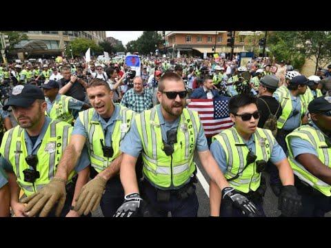 عشرات النازيين الجدد يتظاهرون في واشنطن مقابل مئات من المناوئين لهم  - 12:23-2018 / 8 / 13