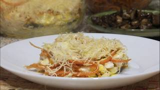 Салат слоями с курицей и грибами.