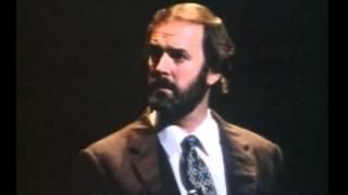 英国2大コメディ・スターの共演。1981のテレビ・ショーより.
