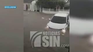 Personas que viajaban en un autobús quedan atrapadas en inundaciones en Colombia