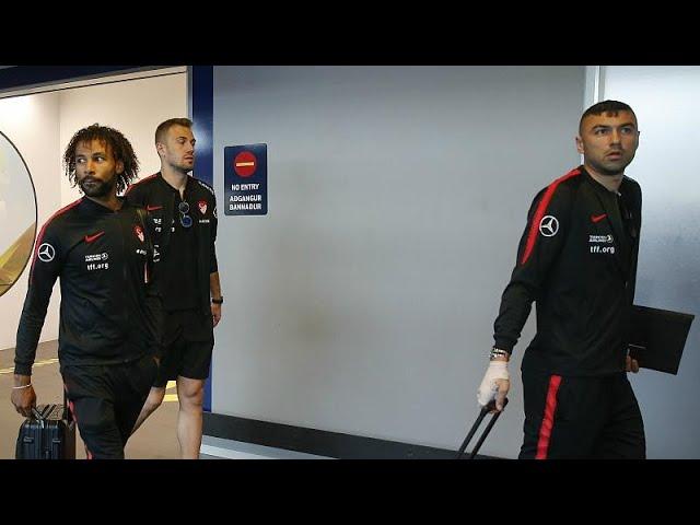 Milli takım kafilesinin İzlanda havaalanında 2 saat bekletilmesi tepkilere yol açtı
