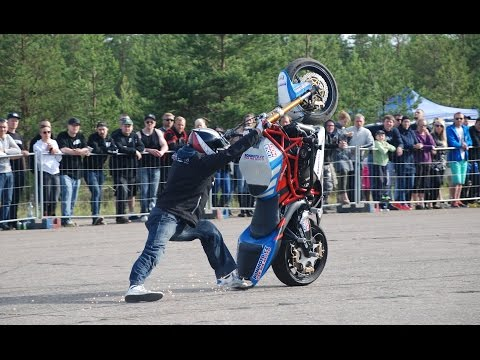 Many great tricks in one run during three minutes. My favorite stunter