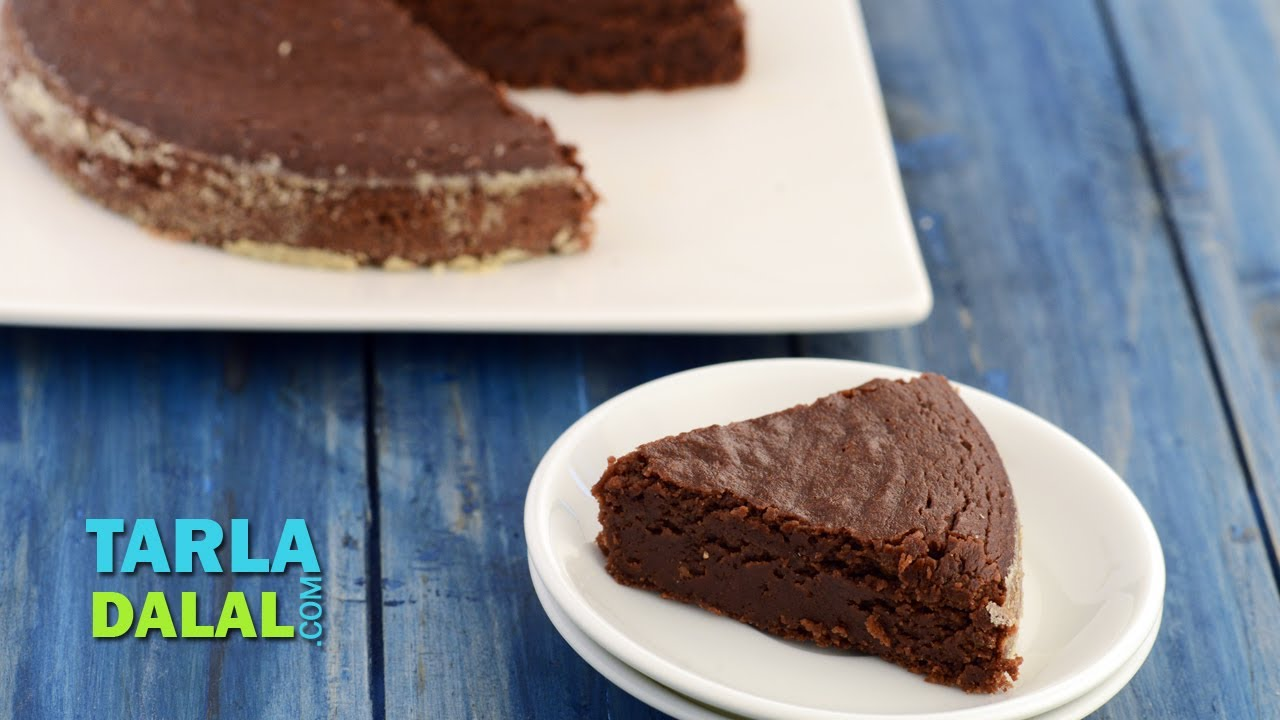 Eggless Chocolate Cake In Microwave By Tarla Dalal