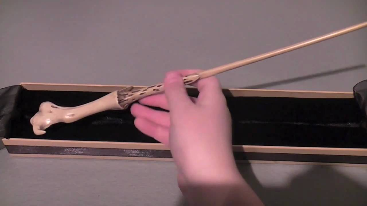 The noble collection lord voldemort 39 s wand youtube for Voldemort wand