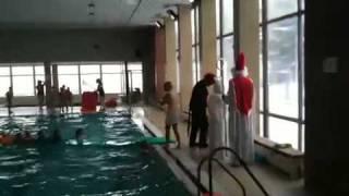 Mikuláš, čert a anděl na bazéně v Blučině