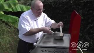 Entrecôte boeuf grillée à la plancha et piments verts - plancha basque inox Euskal Plantxa