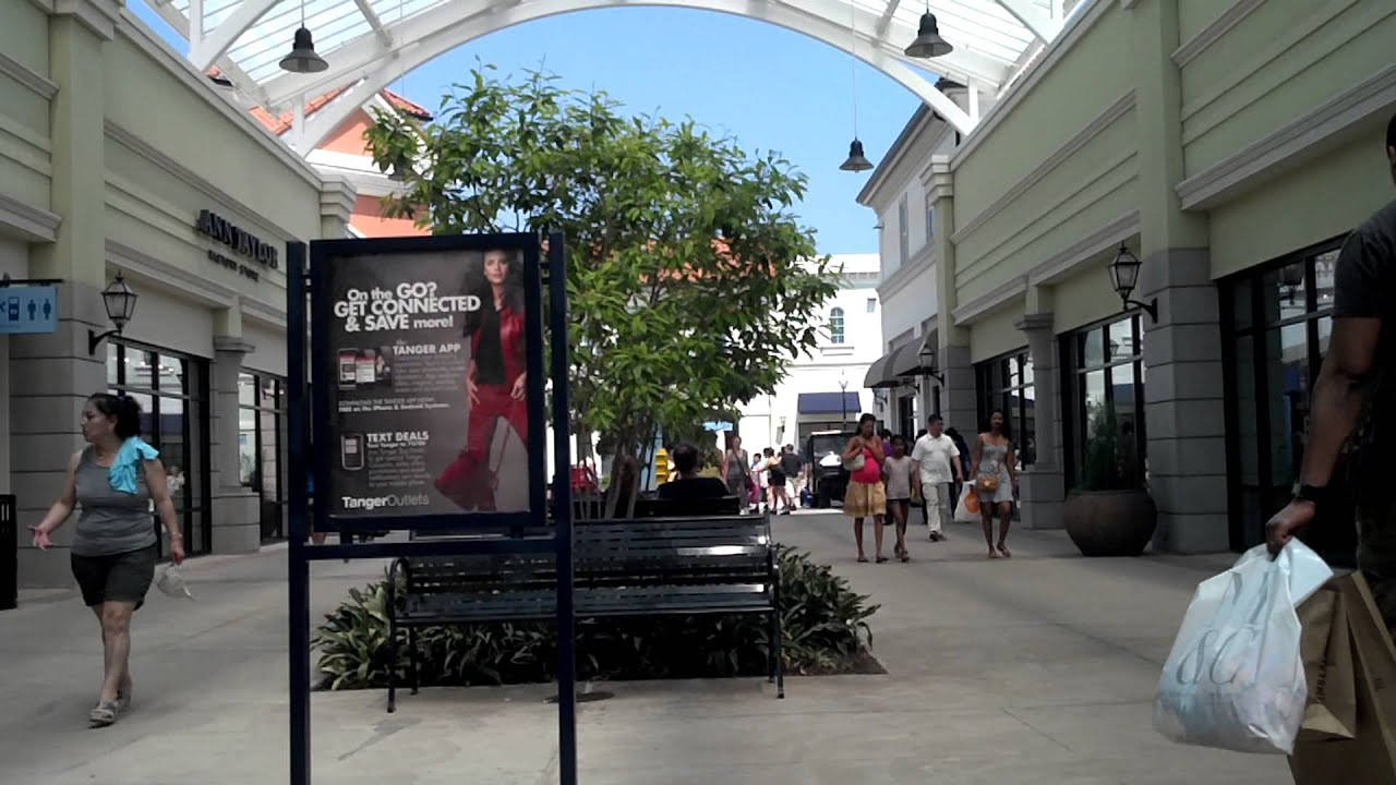 Outlet Mall In New York Long Island
