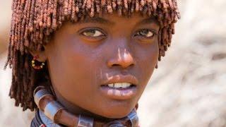 Женщины племени Хамер Бьёт значит любит