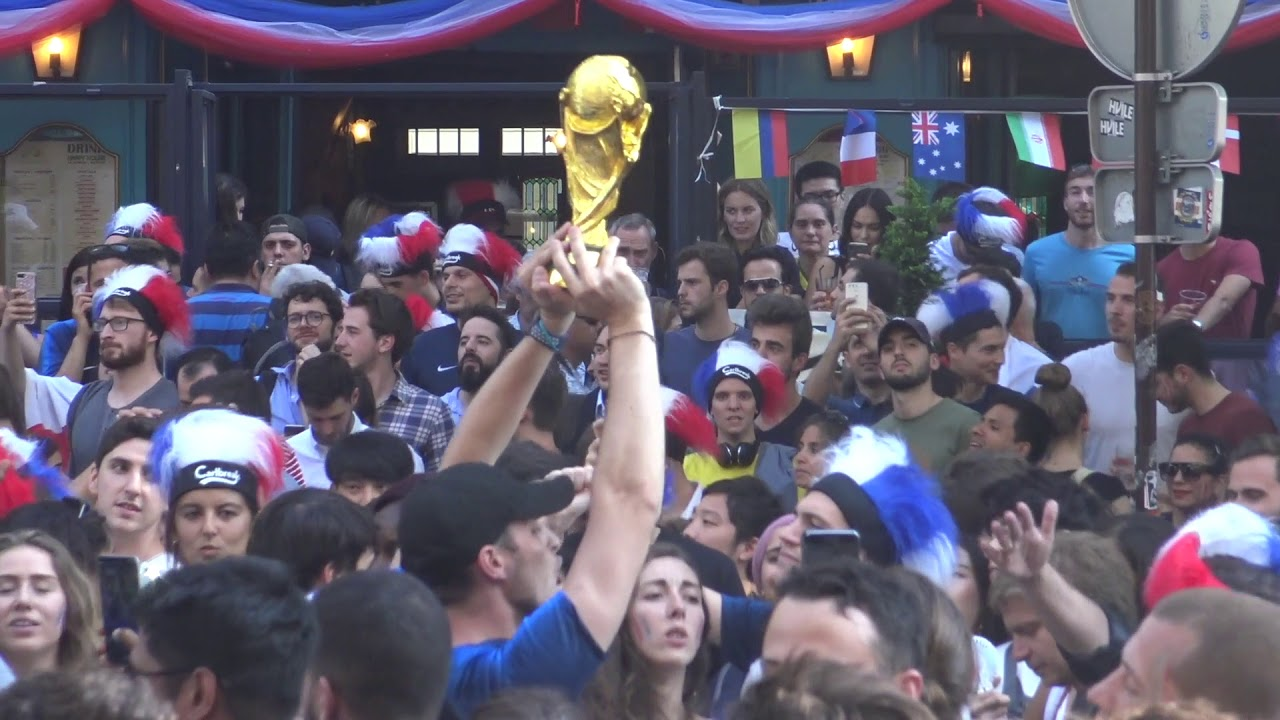 Joie des supporters pour la qualification en demi-finales (6 juillet 2018, Grands Boulevards, Paris)