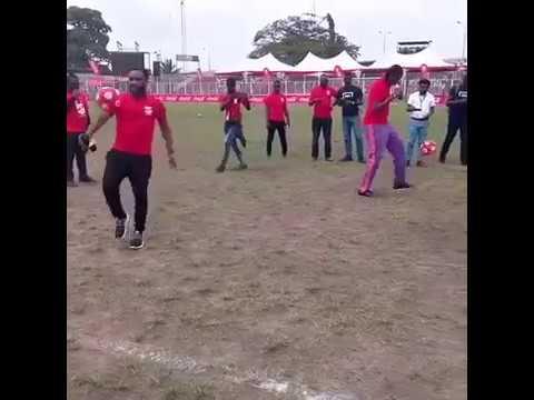 Download Jay Jay Okocha Vs Kanu Nwankwo in Ball Juggling Challenge lolzzz
