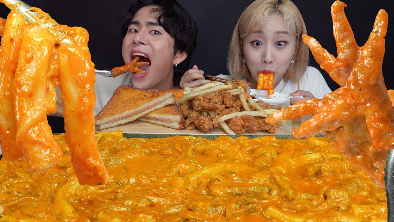 SUB) ASMR MUKBANG 이레전드 조합은 처음이지? 매콤로제🔥+닭발+떡볶이에 당면까지! 맵단짠 환상적인 꿀조합 먹방! Spicy Rose tteokbokki!