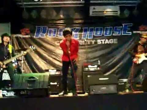Lagu Hidup Persib ( Figy Live @ Bandung Rock House).wmv