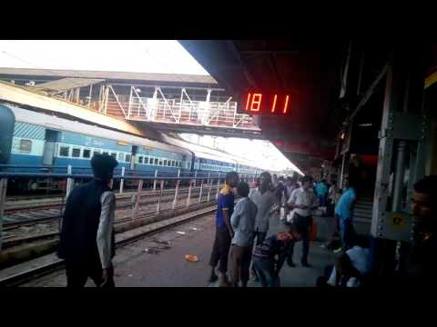 12149 pune Danapur SF Express WDP-4D arrival  Katni Junction