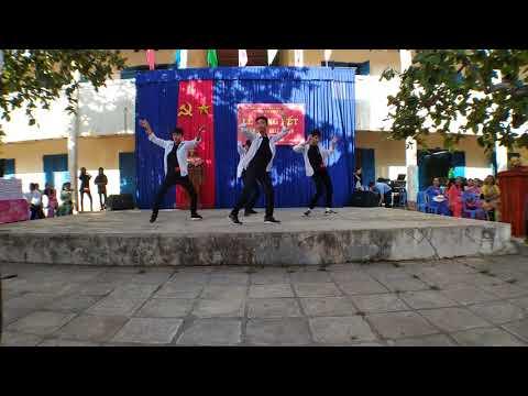 Tiết mục đốn tim các chị em trường THPT Trần Phú của nhóm nhảy TP2S