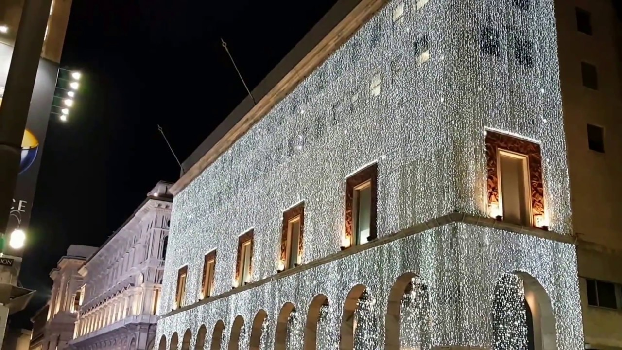 La rinascente illuminata a milano youtube for Nespresso rinascente milano