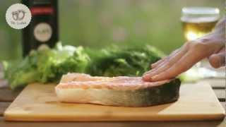 """Масло """"Две Оливки"""".  Жареный лосось с соусом дзадзики"""