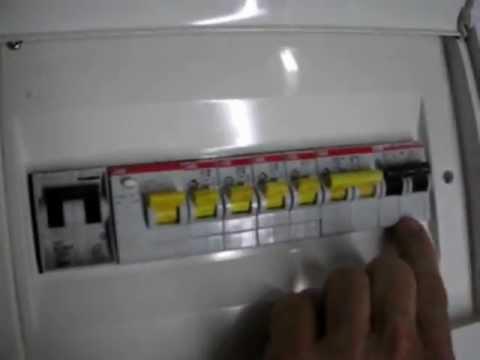 Cuadro general el ctrico de una vivienda 2 youtube for Como montar un cuadro electrico