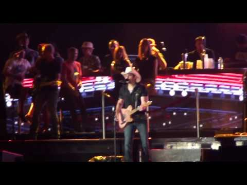 Brad Paisley - Beat This Summer / I'm Gonna Miss Her Live FEQ Quebec city, 2016/07/12