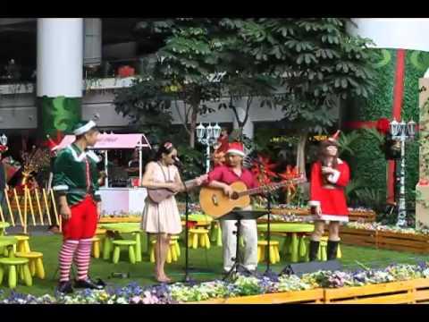 P+M: Feliz Navidad in English, Mandarin & Indonesian