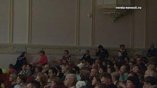 На концерте Дениса Мажукова в Ревде публика отплясывала рок-н-ролл
