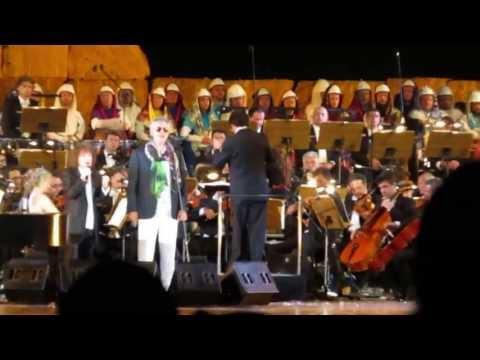 Andrea Bocelli & Riccardo Cocciante - A mano a mano (Live in Tuscany, Lajatico 2013)