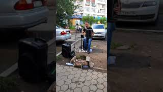 Красиво поёт уличный певец г.Кокшетау