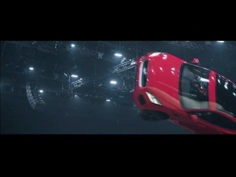 Рекорд Jaguar. Сальто и прыжок на 15 м нового внедорожника
