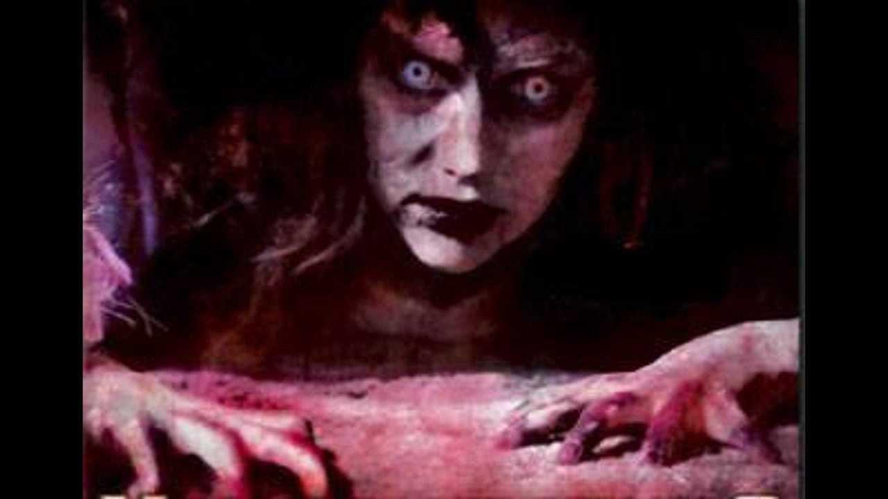 LA LEGENDE DE BLOODY MARY. - YouTube