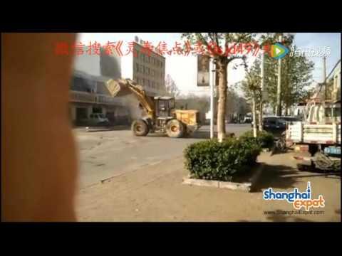 «Трансформеры» курят: битва шести фронтальных погрузчиков попала на видео